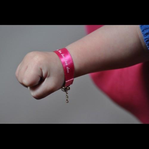 Bracelet-bebe-ruban2-500x5001