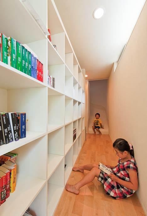la maison toboggan. Black Bedroom Furniture Sets. Home Design Ideas
