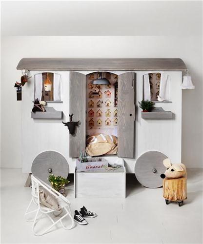 chambre d 39 enfant dormir dans une roulotte. Black Bedroom Furniture Sets. Home Design Ideas