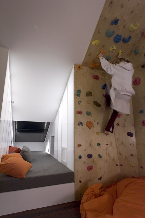 Connu mur d'escalade dans une chambre d'enfant EV38