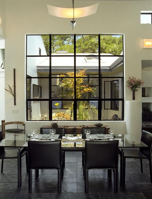 peindre le ch ssis d 39 une fen tre en noir. Black Bedroom Furniture Sets. Home Design Ideas