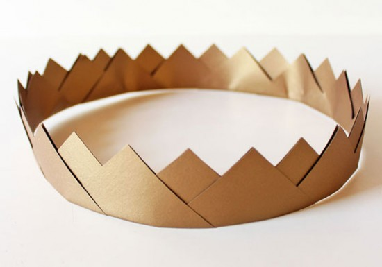 How-Tuesday: Gold Paper Crown