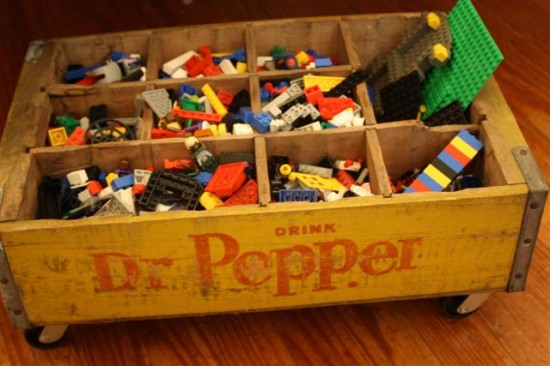 Dans de vieilles caisses : ideas for organizing toys // HOLLY MATHIS INTERIORS