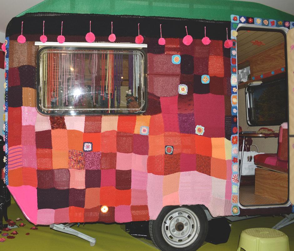 Baba Yaga, la superbe caravane haute en couleur