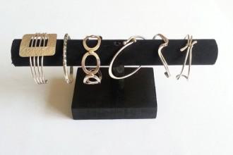 bracelets_sur_leur_presentoir_large