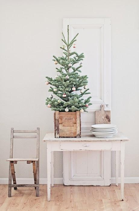 dreamy whites christmas tree skirt