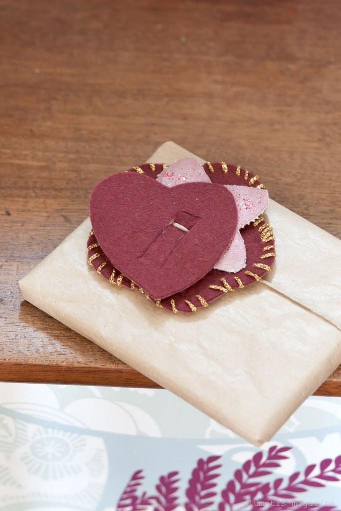 plumetis-magazine-gift-wrap-felt-heart-683x1024