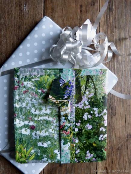 plumetis-magazine-gift-wrap-recycled-magazine-768x1024