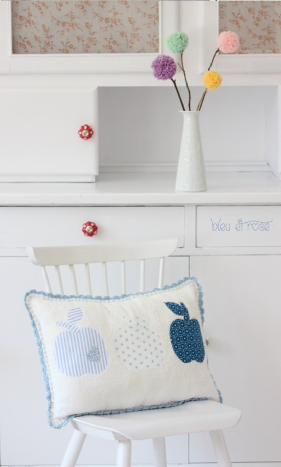 Soft towell fabric cushion // tissu éponge