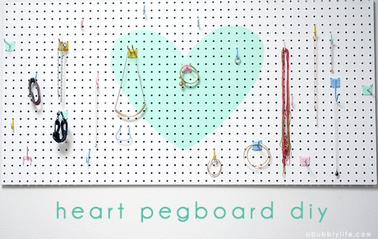 14 id es inspirantes avec des pegboards. Black Bedroom Furniture Sets. Home Design Ideas