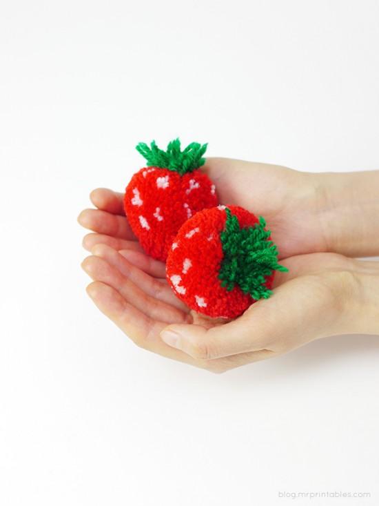Pom pom Strawberries // Mr Printables