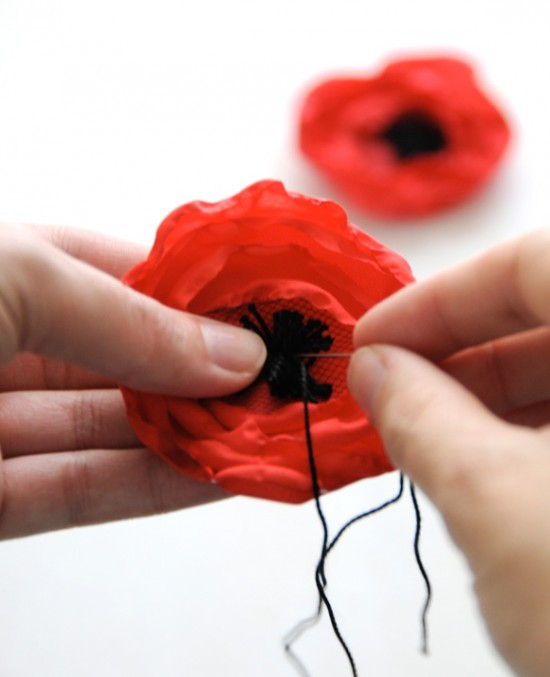 DIY: FABRIC POPPY FLOWER // Creature Comforts