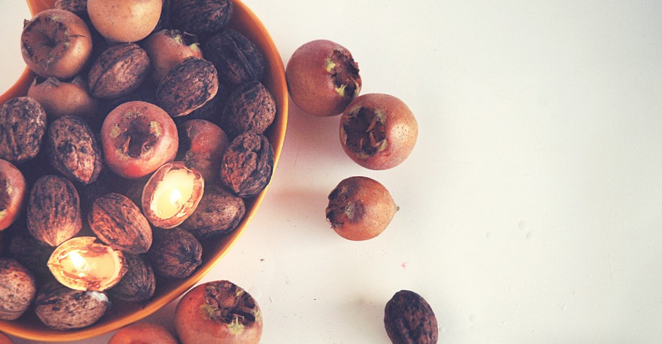 DIY-tealight-nuts-fall-centerpiece