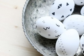 BLACK AND WHITE SCANDINAVIAN-INSPIRED EASTER EGGS // Hello Lidy
