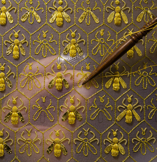 Constellation of 69 bees-Guerlain