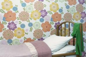papier-peint-fleurs-vintage-fond-blanc-par-inke
