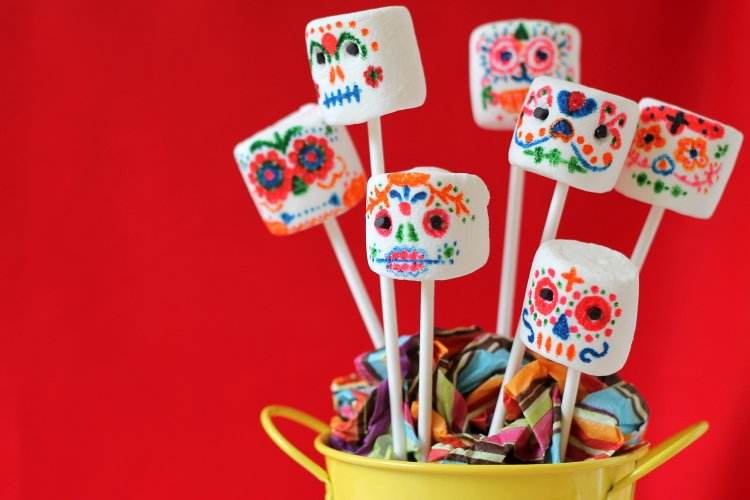 -day-of-the-dead-marshmallow-pops-sugar-skulls
