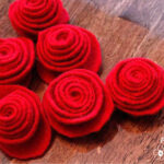 felted wool roses par Pretty handy girl