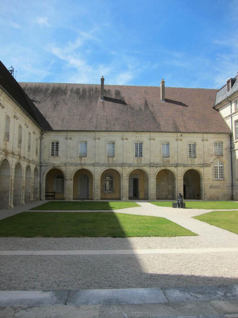 Le centre d'art contemporain de l'abbaye d'Auberive