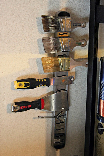 GARAGE ORGANIZATION – MAGNETIC PAINT BRUSH BAR