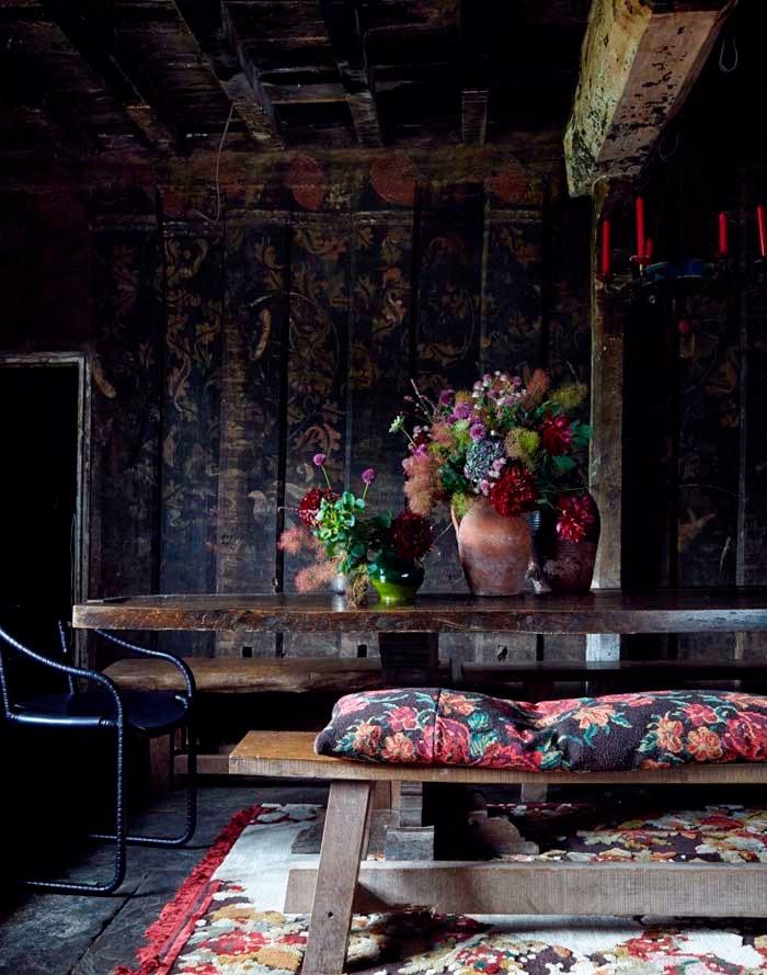 Black-dining-room-with-dark-floral-fabrics