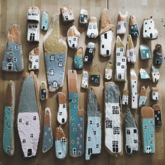 Three driftwood houses // Eloeil