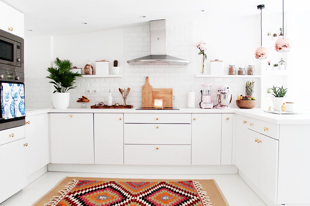 une cuisine rose cuivr. Black Bedroom Furniture Sets. Home Design Ideas