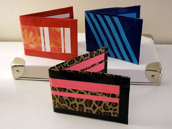 www.craftynest.com/2010/07/camp-craft-duct-tape-wallets/