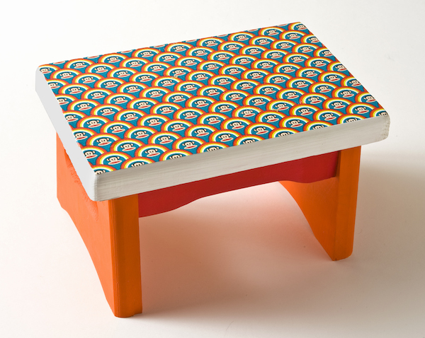 How-to-decorate-a-stool-with-Duck-Tape // DIY Candy
