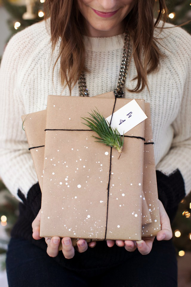 Make your own holiday wrapping paper / /Go forth!