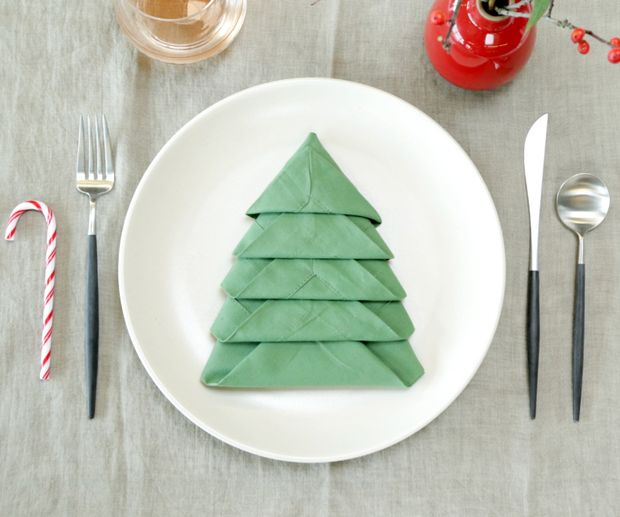 instructables-Christmas-Tree-Napkin-Fold