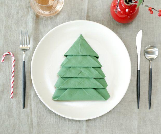 instructables-Christmas-Tree-Napkin-Fold