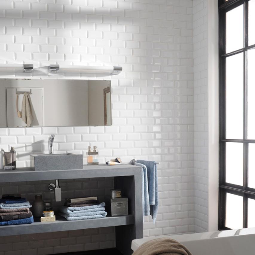 R nover sa salle de bain for Salle de bain carrelage metro noir et blanc