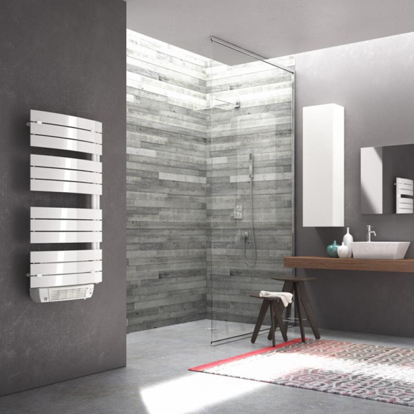 salle-de-bains_renovation_seche-serviette © Castorama