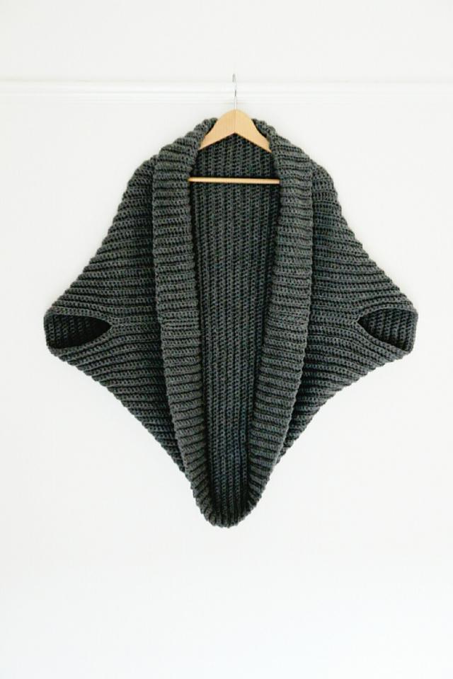 Simple Crochet Cardigan // Gathering Beauty