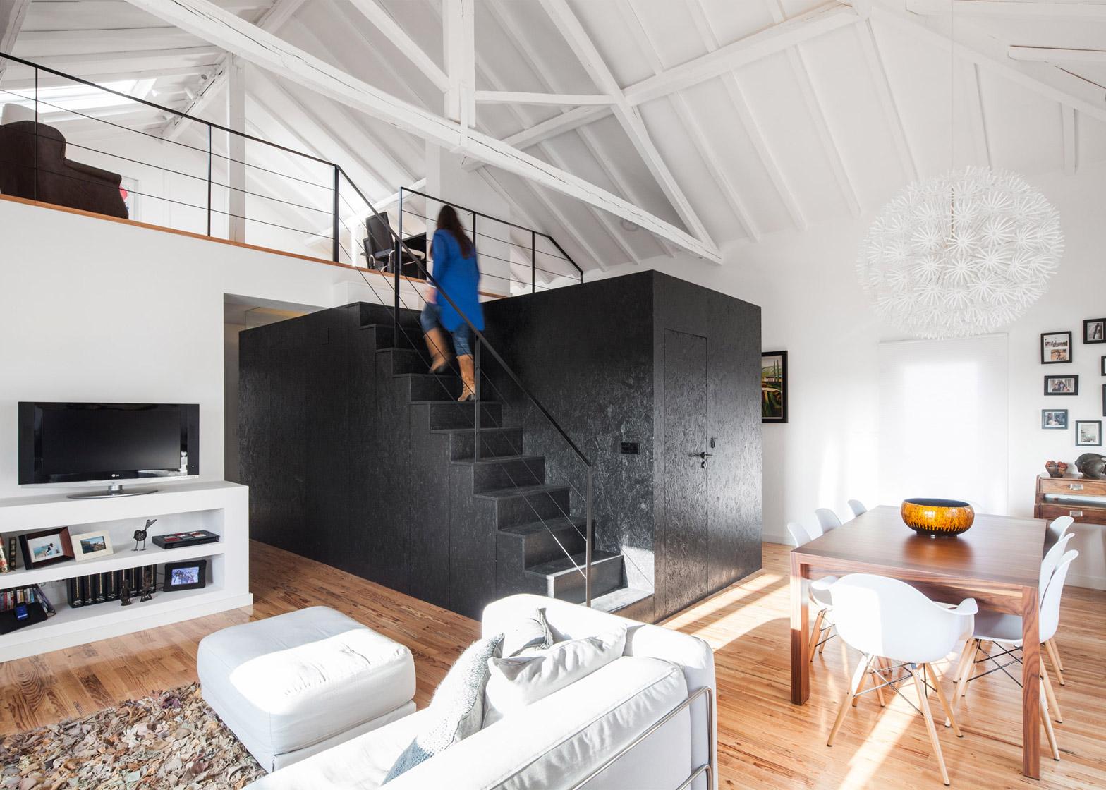 Barn-House_Monte-Real_Ines-Brandao_dezeen