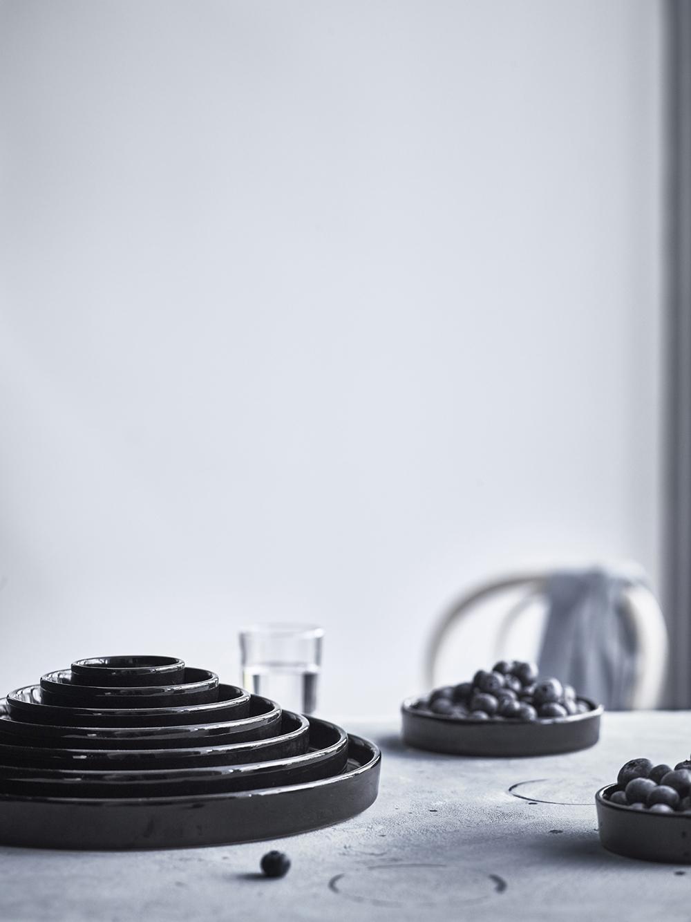 Black-ceramics-from-IKEA-new-VIKTIGT-range