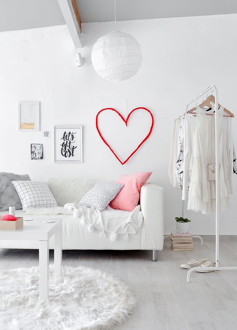 DIY-Wall-Valentines-Day-Decoration