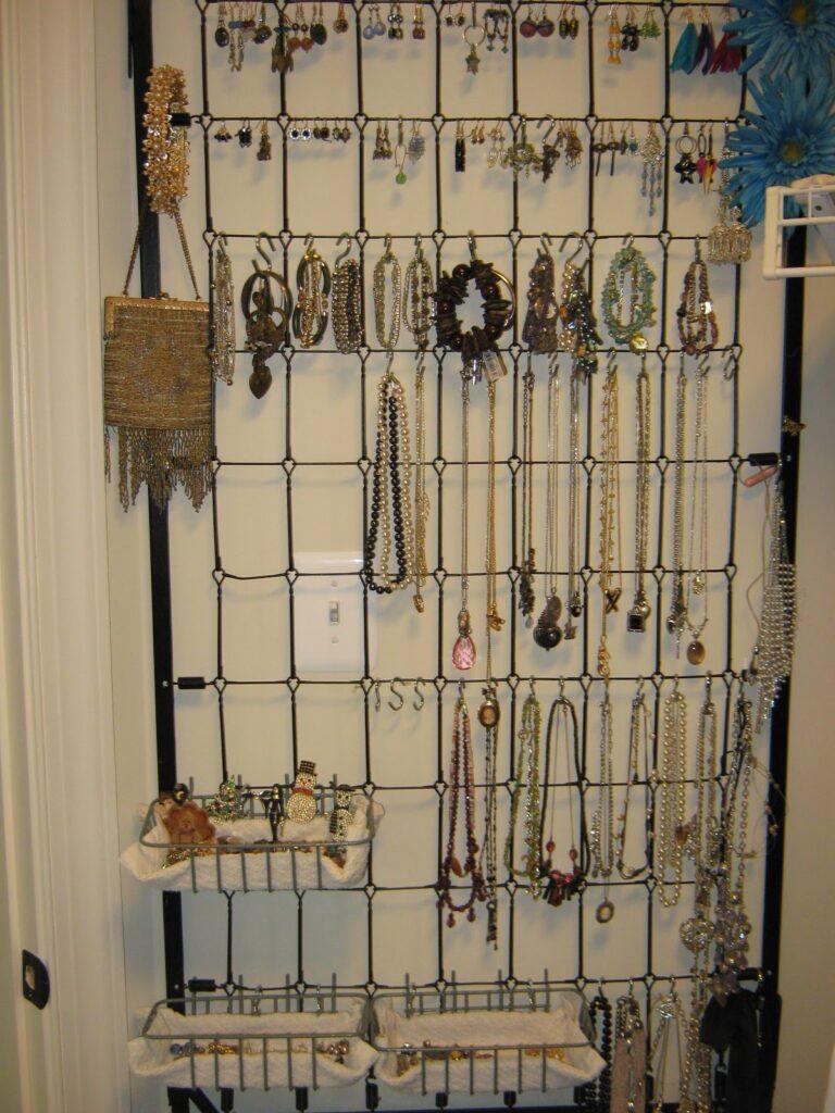 fakeitfrugal-crib-spring-jewelry-organizer
