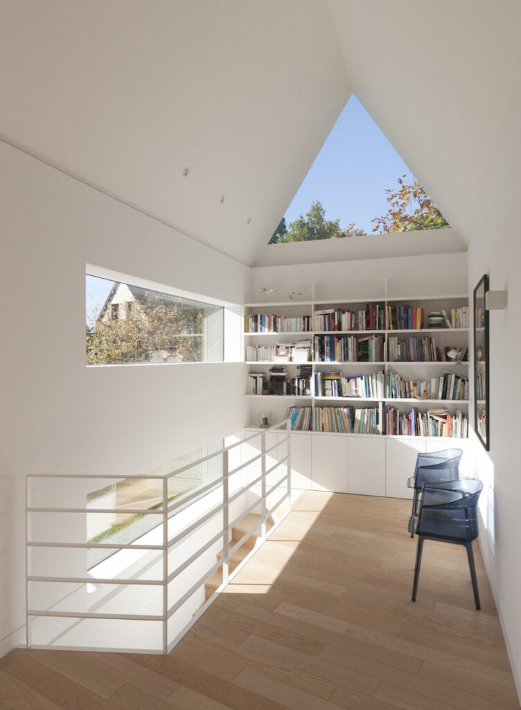 FELD_Saint-Cast_Bibliotheque escalier