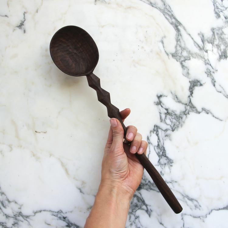 large-ridged-walnut-spoon