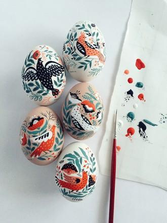 mirdinara painting easter eggs
