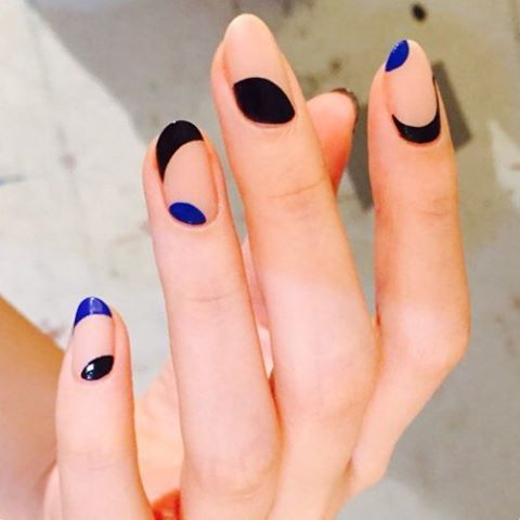 negative-space-nails_nail_unistella