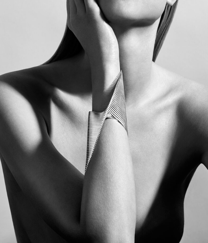 lamellae-jewellry-range-design-zaha-hadid-architects-georg-jensen-baselworld-2016_dezeen_936_4-1