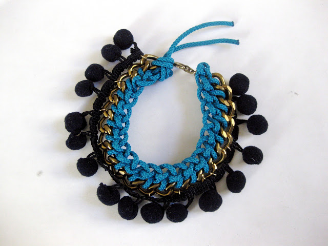 diy-pom-pom-bracelet