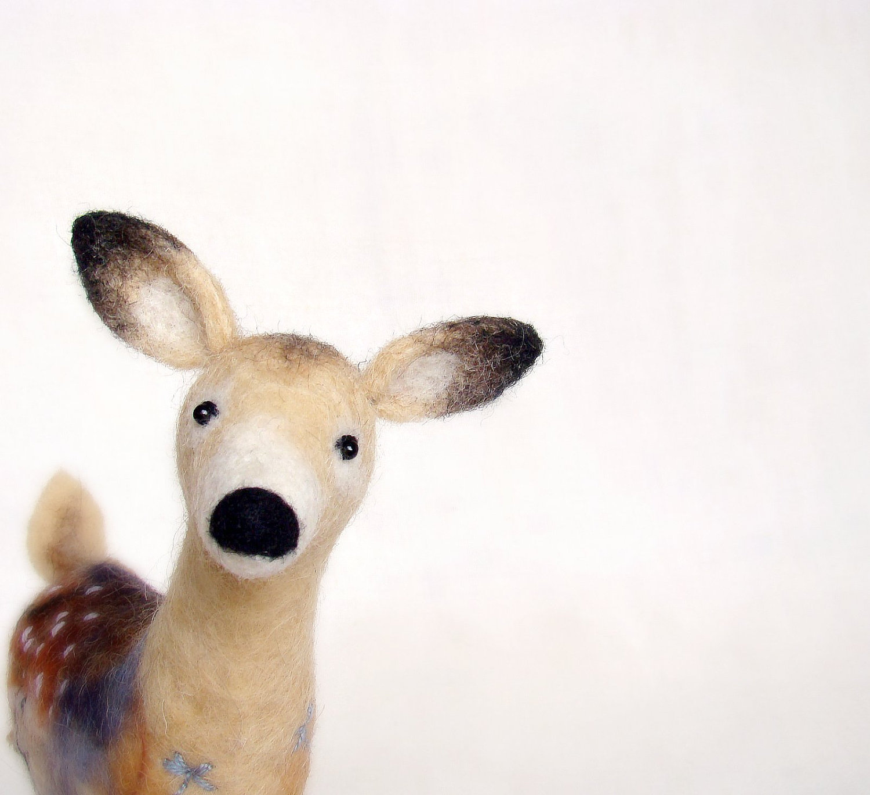 hanna-white-deer-twosaddonkeys