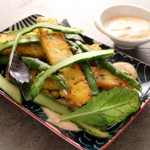 POLENTA CROUSTILLANTE, ASPERGES ET SAUCE AUX AGRUMES (végétarien)