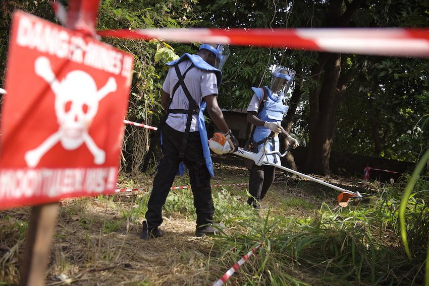 Déminage au Sénégal © J-J Bernard / Handicap International