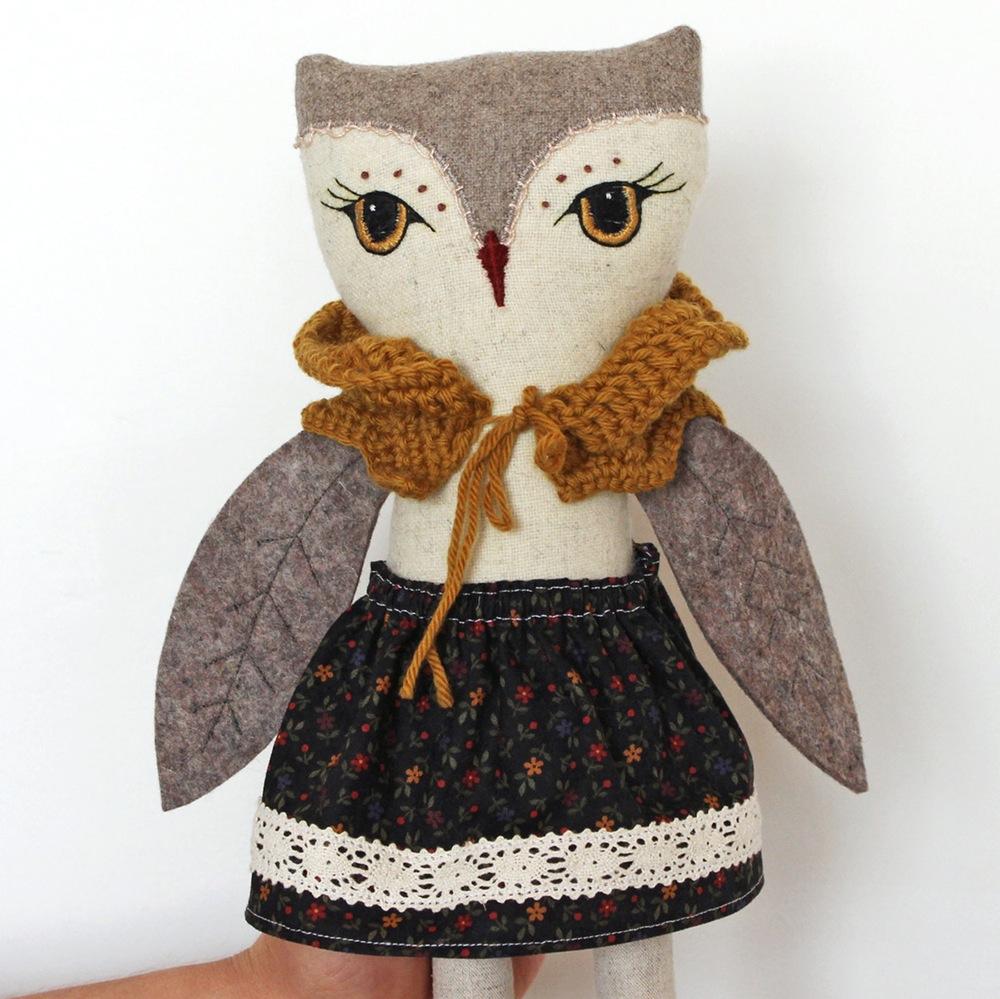 filomeluna-camila-owl_mustard_close_up