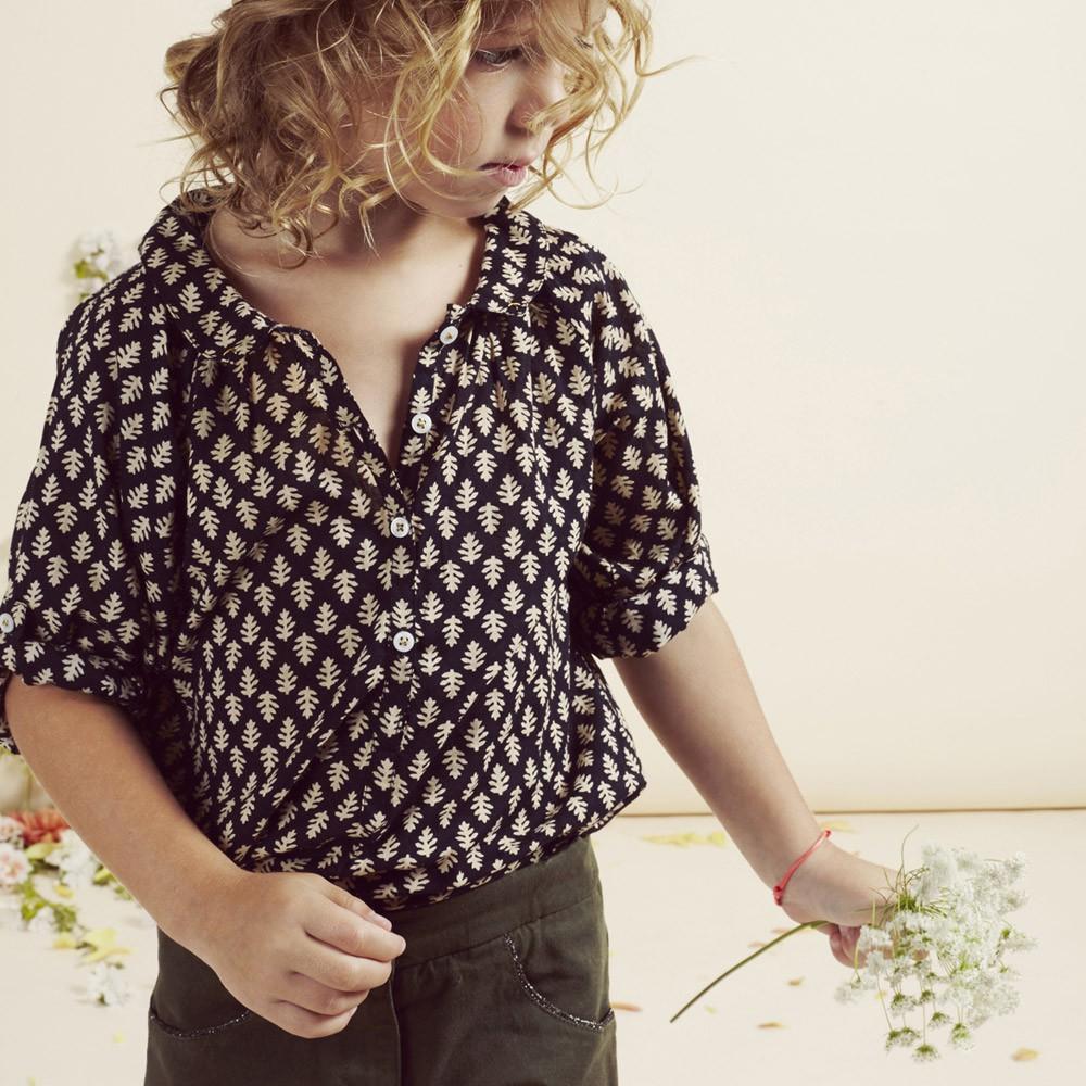emile-ida-blouse-boutonnee-feuilles-noir